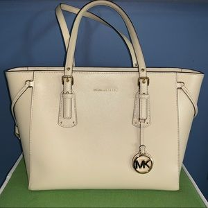 Michael Kors Voyager Medium Tote Leather Purse